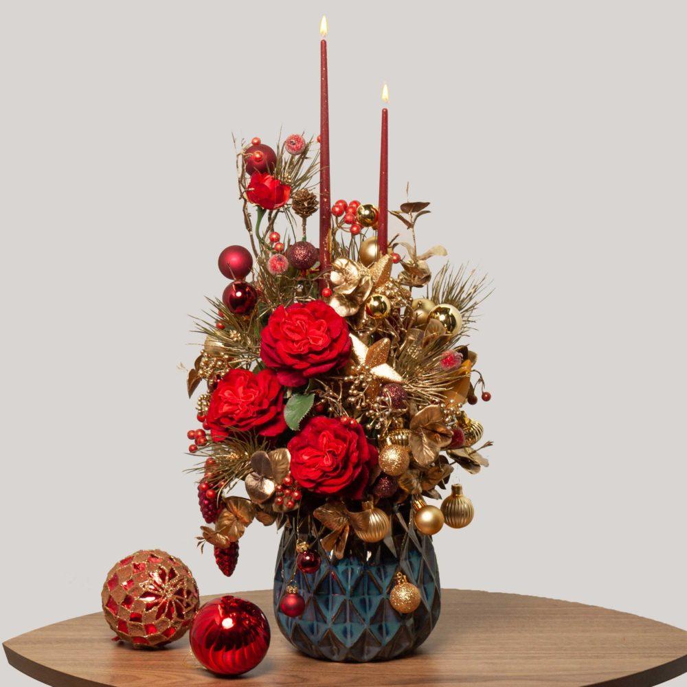 Новогодняя композиция с красными розами и двумя свечами №31 - купить цветы в Санкт Петербурге