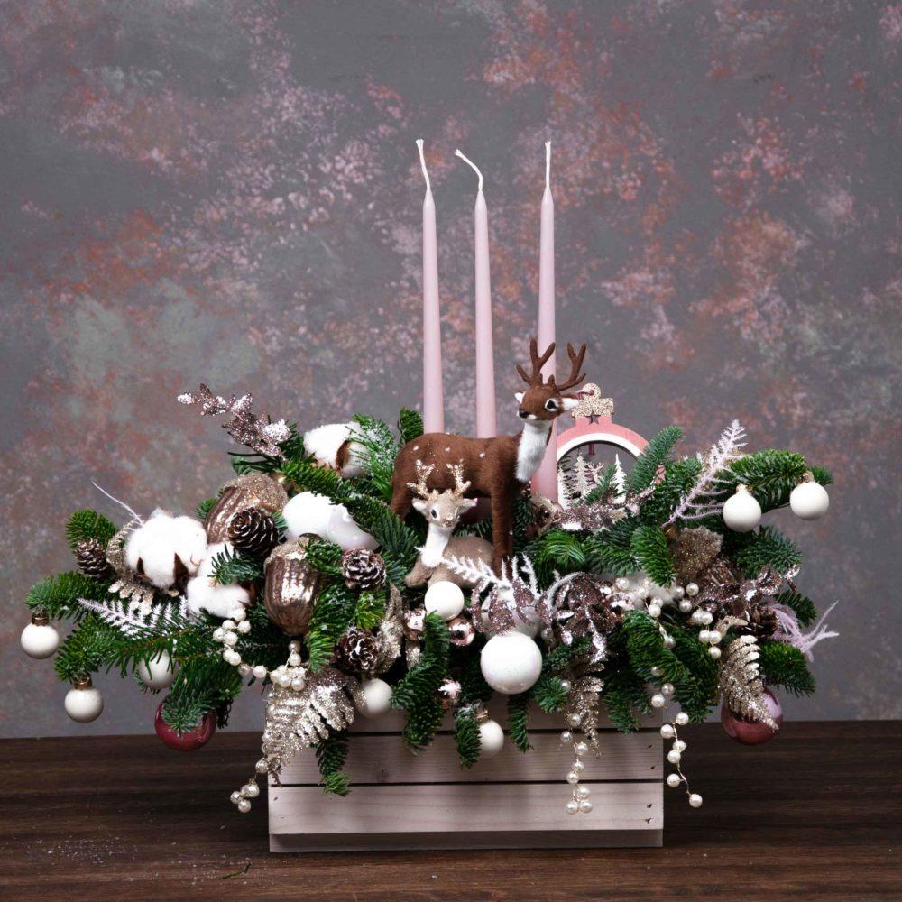 Новогодняя композиция из натуральной ели с оленями №2 - купить цветы в Санкт Петербурге