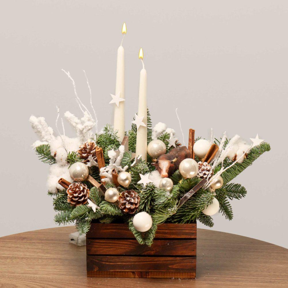 Новогодняя композиция со свечами, звездами и быком №47 - купить цветы в Санкт Петербурге