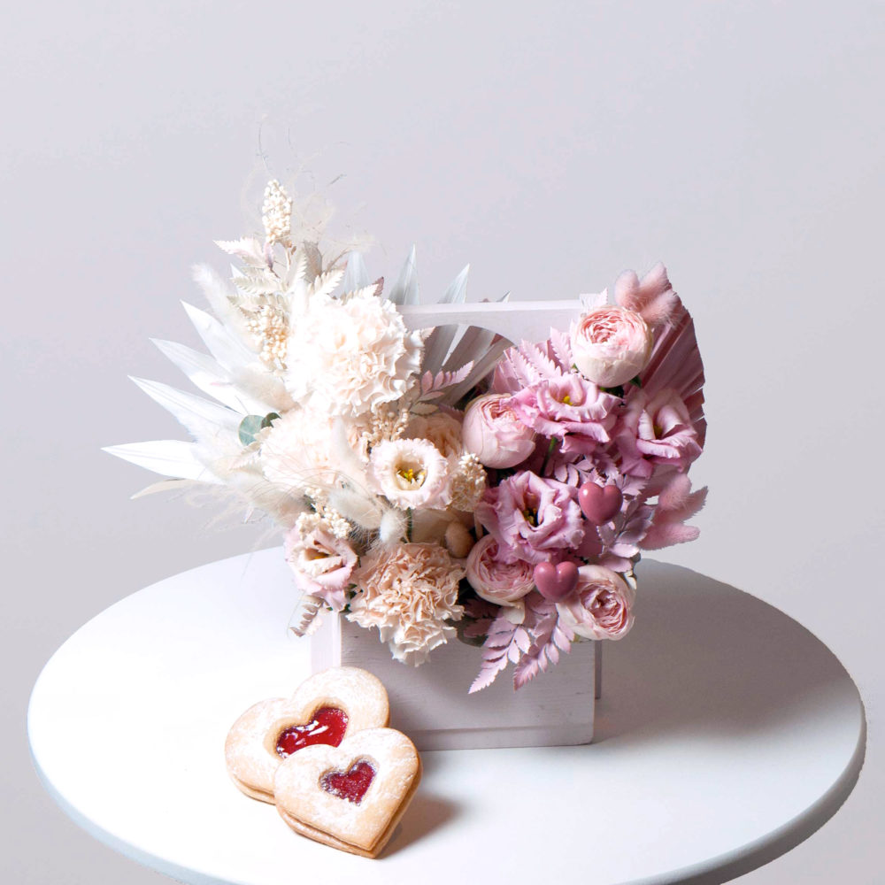 Ящик в бело-розовой гамме №10 - купить цветы в Санкт Петербурге