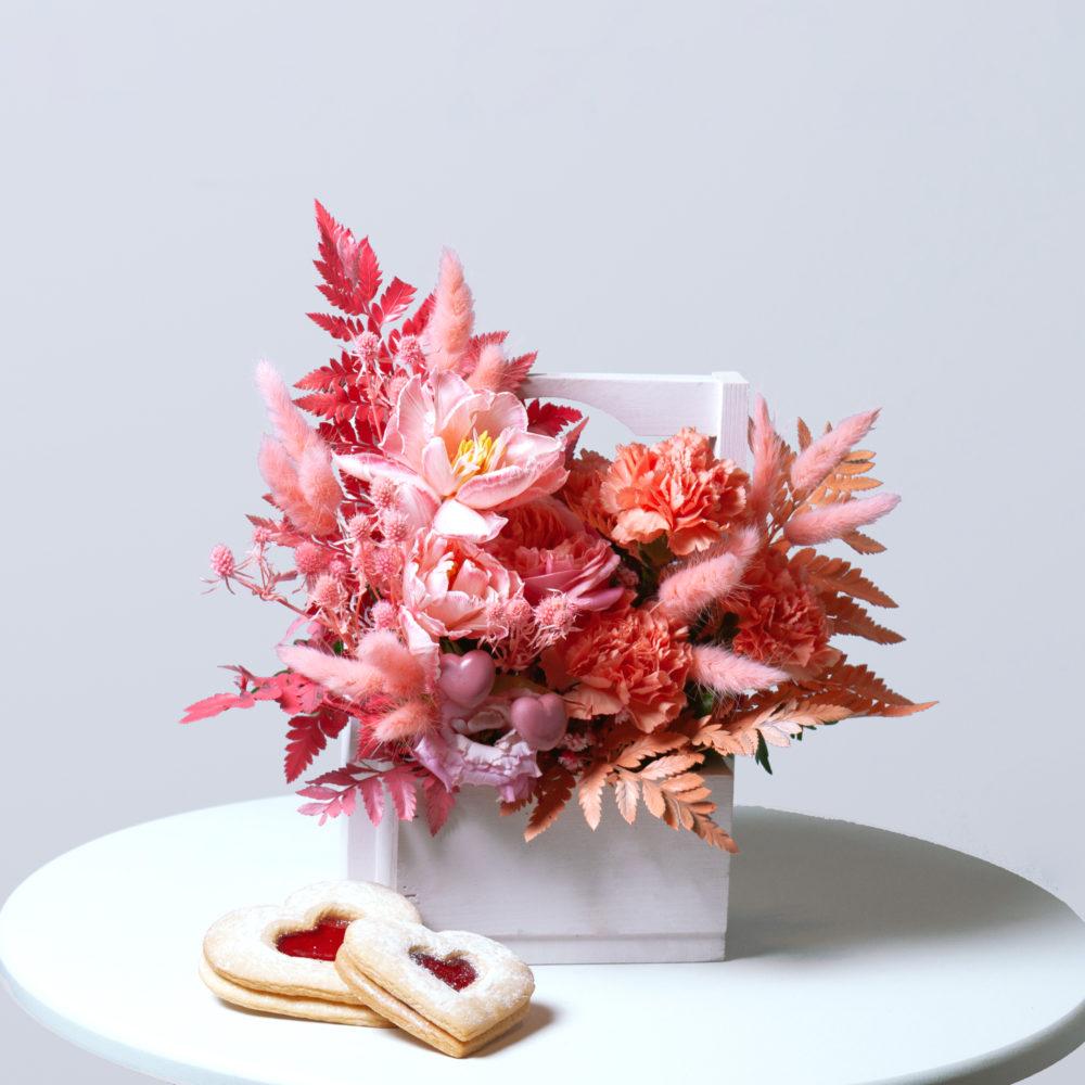Ящик в персиково-розовой гамме с тюльпанами №11 - купить цветы в Санкт Петербурге