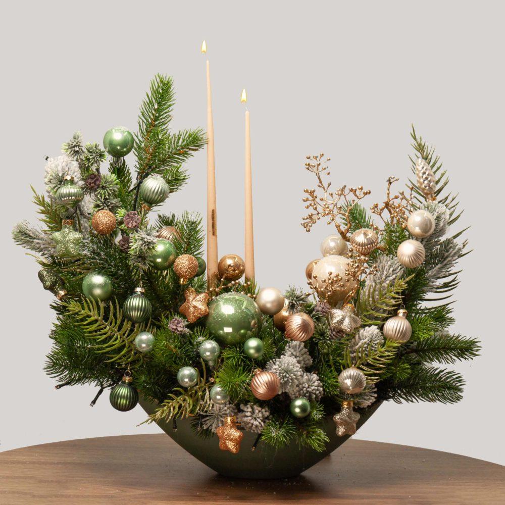 Новогодняя композиция с двумя свечами в зелено-золотистой гамме №43 - купить цветы в Санкт Петербурге