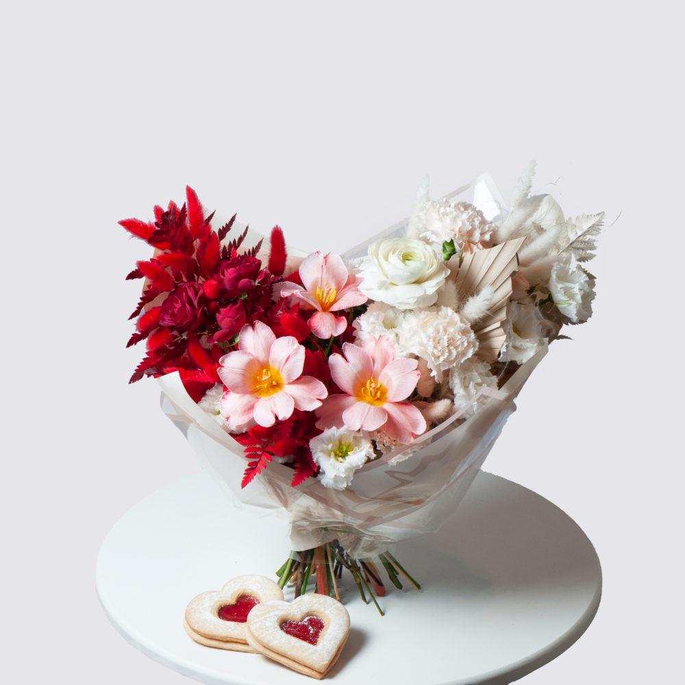 Букет в красно-белой гамме №35 - купить цветы в Санкт Петербурге