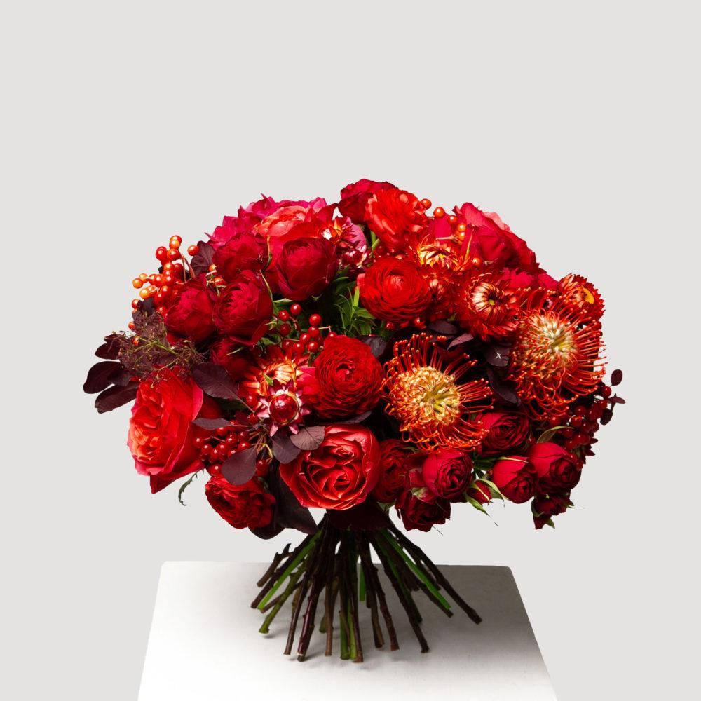 Круглый букет в красной гамме №22 - купить цветы в Санкт Петербурге