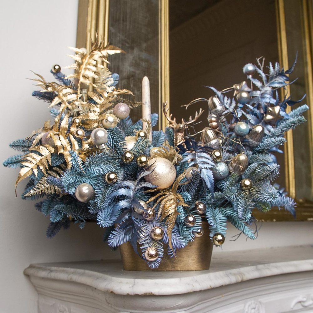 Новогодняя композиция из натуральной ели в золотисто-голубой гамме №24 - купить цветы в Санкт Петербурге