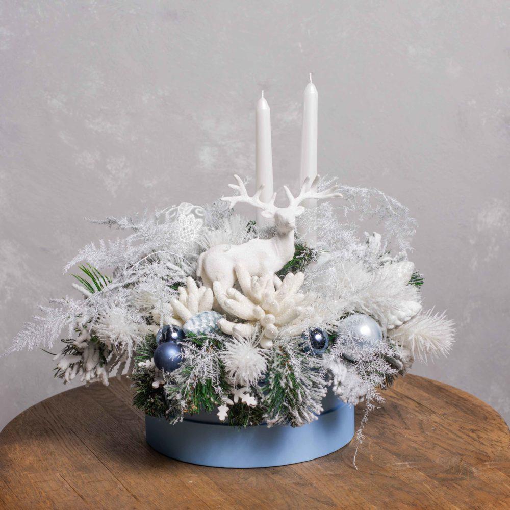 Новогодняя композиция из искусственной заснеженной ели с оленем №20 - купить цветы в Санкт Петербурге