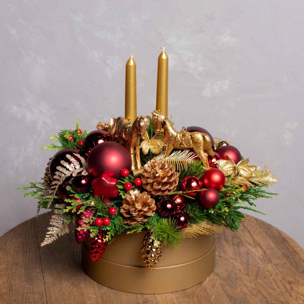 Новогодняя композиция из искусственной ели со свечами в золото-бордовой гамме №22 - купить цветы в Санкт Петербурге