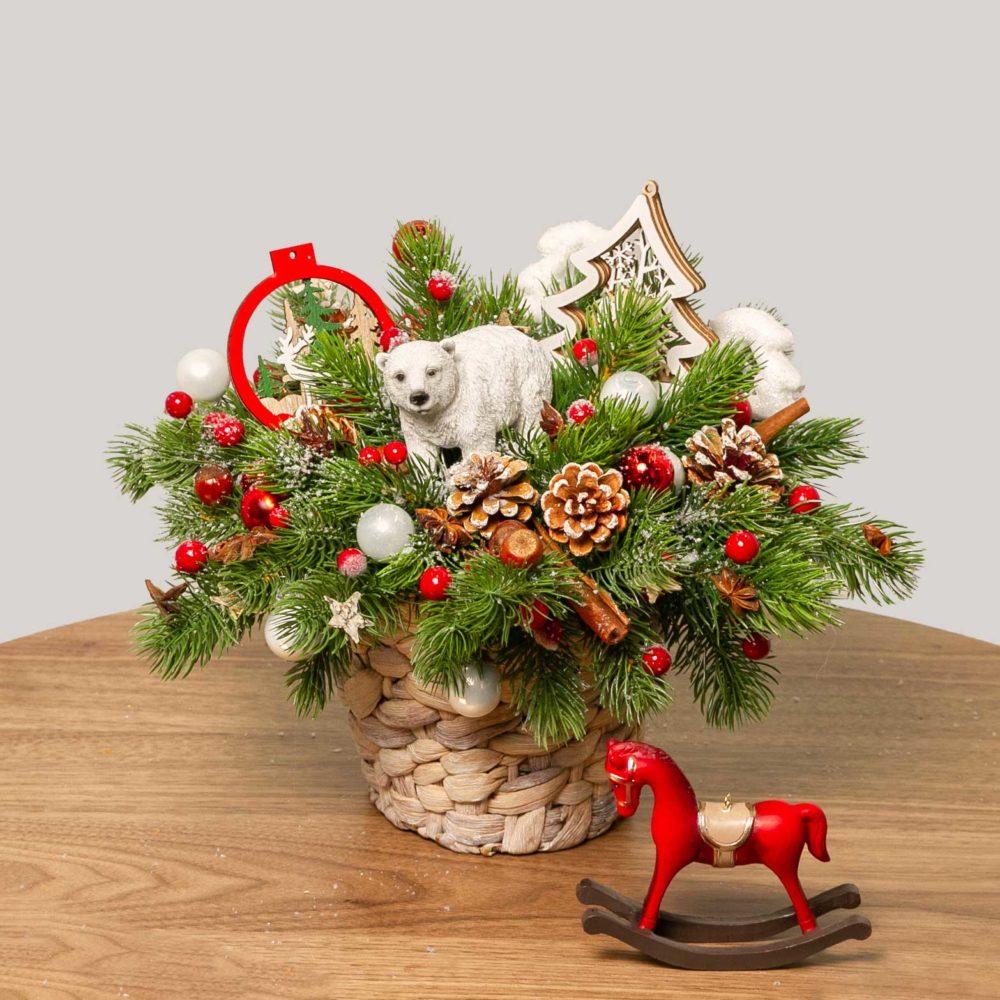 Новогодняя композиция с медведем, шишками и елкой №37 - купить цветы в Санкт Петербурге