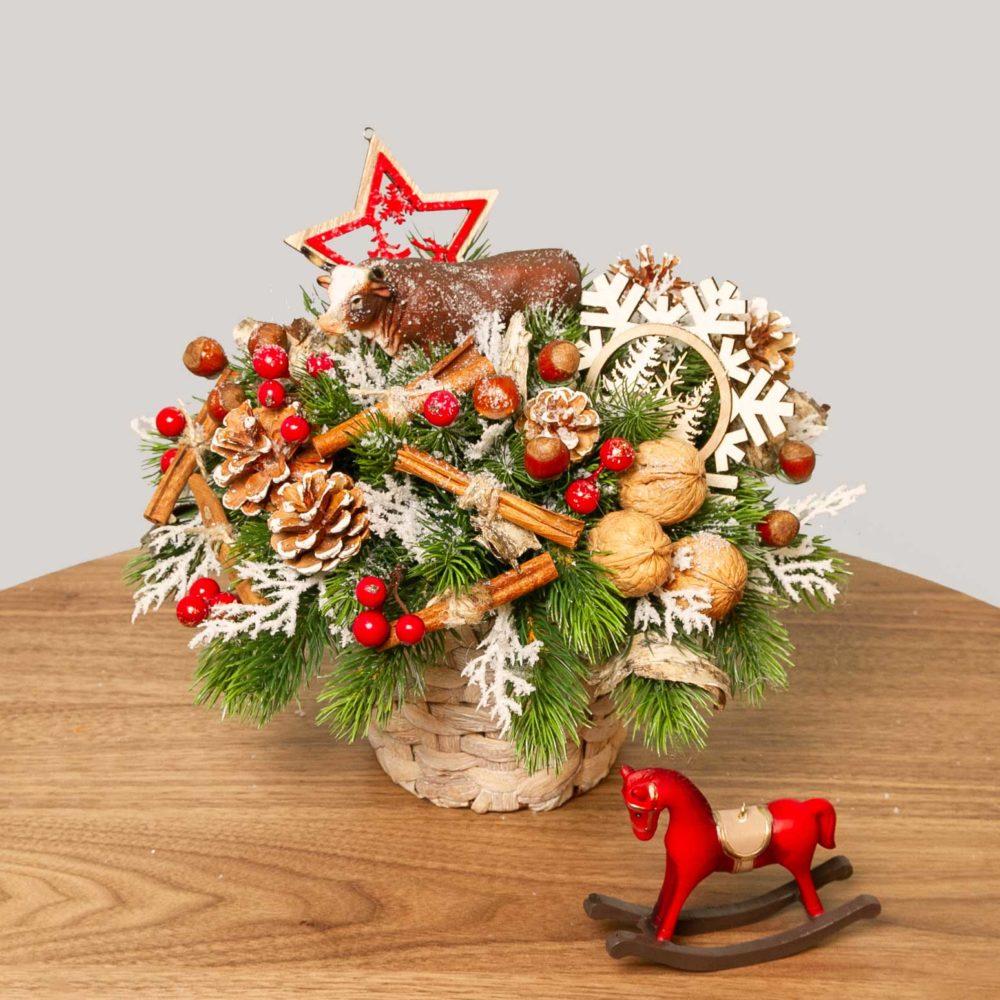 Новогодняя композиция с быком и красной звездочкой №38 - купить цветы в Санкт Петербурге