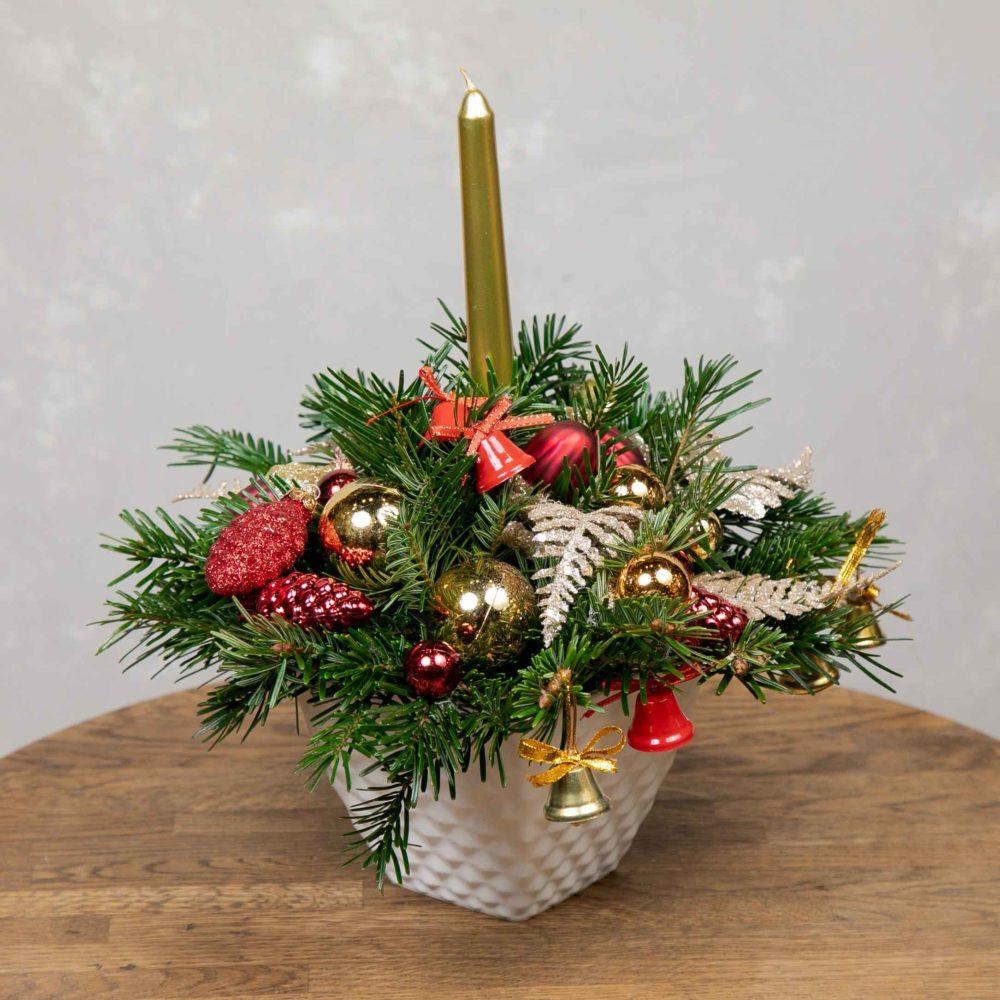 Новогодняя композиция из натуральной ели со свечой №12 - купить цветы в Санкт Петербурге