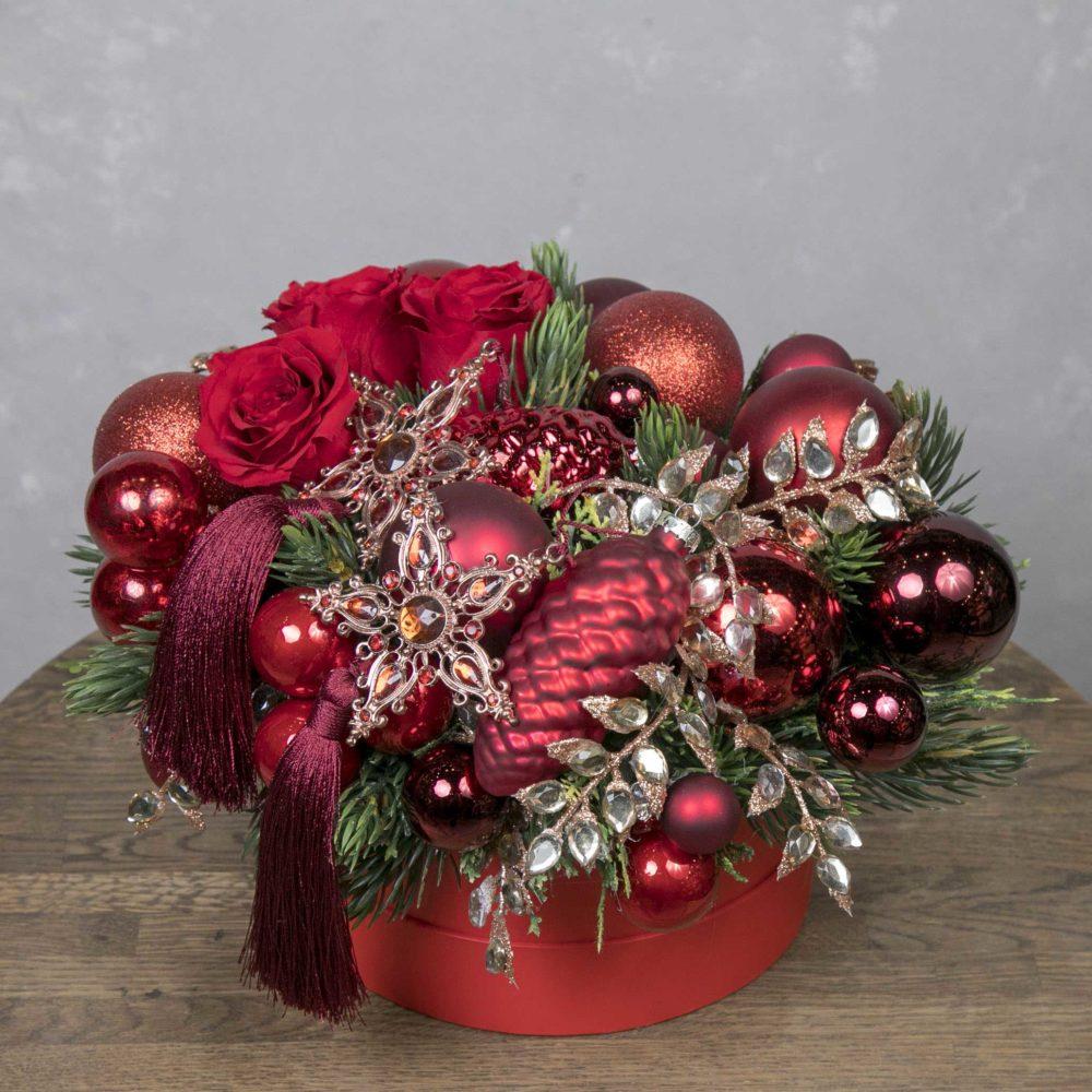 Новогодняя композиция со стабилизированными розами в бордовой гамме №9 - купить цветы в Санкт Петербурге