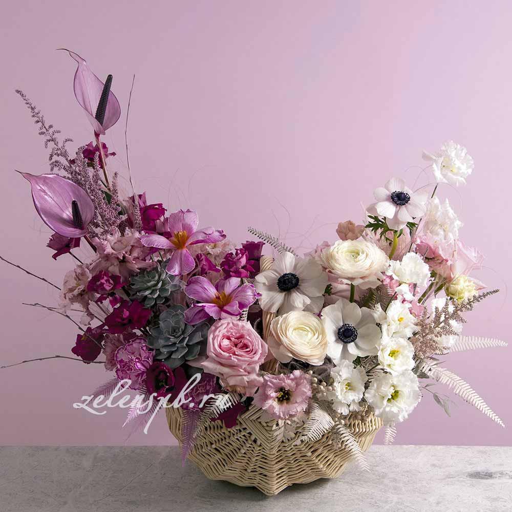 Корзина в бело-сиреневой гамме №2 - купить цветы в Санкт Петербурге
