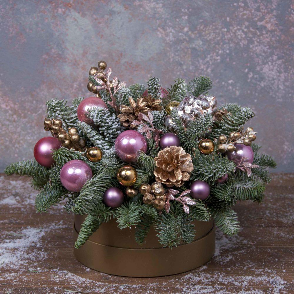 Новогодняя композиция из натуральной ели в шляпной коробке №8 - купить цветы в Санкт Петербурге