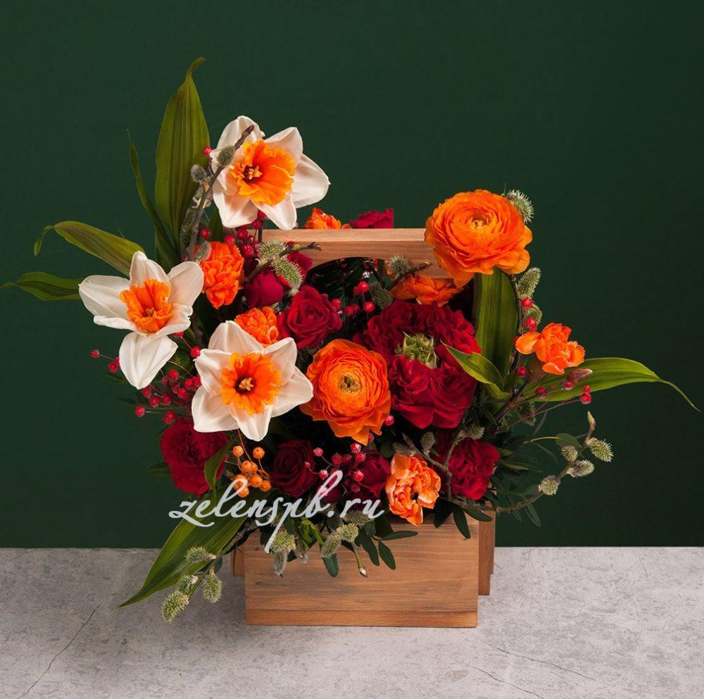 Ящик в красно-оранжевой гамме с нарциссами №8 - купить цветы в Санкт Петербурге